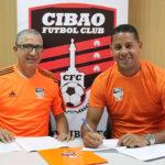 Miguel Lloyd llega a la Liga Dominicana vistiendo la Camiseta Naranja del Cibao FC.